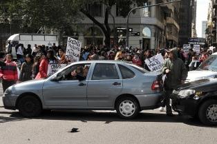"""Vecinos de Soldati protestaron en el Obelisco y lograron compromiso del IVC de """"hacerse cargo de las obras"""""""
