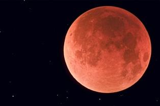 """Los argentinos podrán observar el domingo a simple vista el eclipse de la """"Superluna Roja"""""""