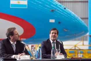 Aerolíneas Argentinas recibió de Embraer certificación para el mantenimiento de sus aviones