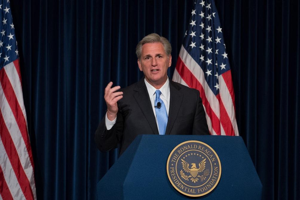 Kevin McCarthy, fue instado a disculparse o renunciar a su cargo.