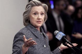 Clinton deja de lado la diplomacia para debatir con Sanders, tras la derrota en New Hampshire