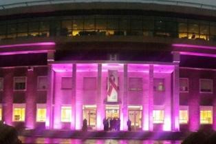 Teñirán mechones de rosa y harán mamografías gratuitas