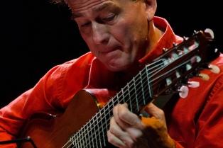 """Claudio Ceccoli propone """"Viajes"""" a través de las ocho cuerdas de su guitarra"""