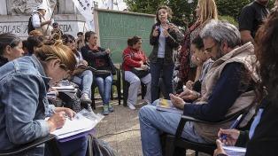Cientos de estudiantes y docentes de Avellaneda exigieron la continuidad del Plan Fines