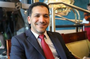 El director de la cadena de Al Jazeera de visita en el país y en busca proyectos