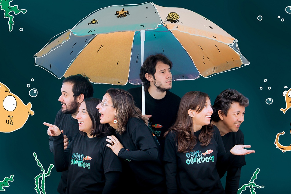 """Canticuénticos lanzó su primer disco, """"Canticuénticos Embrujados"""", en el año 2009."""