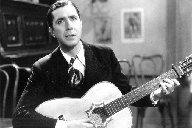 Exhibirán una histórica guitarra de Carlos Gardel - Télam - Agencia  Nacional de Noticias