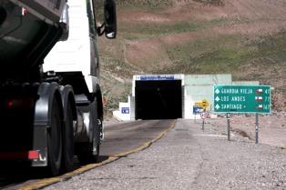 Volcó un camión y mantuvo cortada la ruta 7 hacia el paso Cristo Redentor