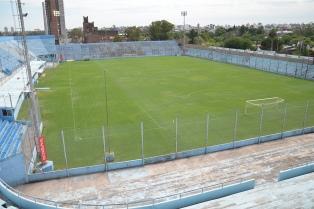Las luces y la voz del estadio le dieron vida a la cancha de Belgrano en plena cuarentena