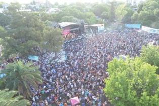 """Fito Páez cerró una multitudinaria """"Plaza de los Artistas"""""""