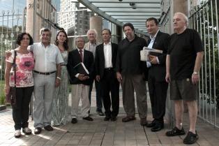 Dirigentes políticos van a YPF para que les entreguen el contrato con Chevron
