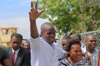 En las elecciones de 2015 Moise recibió el 32,8% de los votos en la primera ronda.