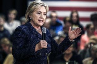 """Clinton, fortalecida, amplió su ventaja sobre Trump y gana más """"votos famosos"""""""