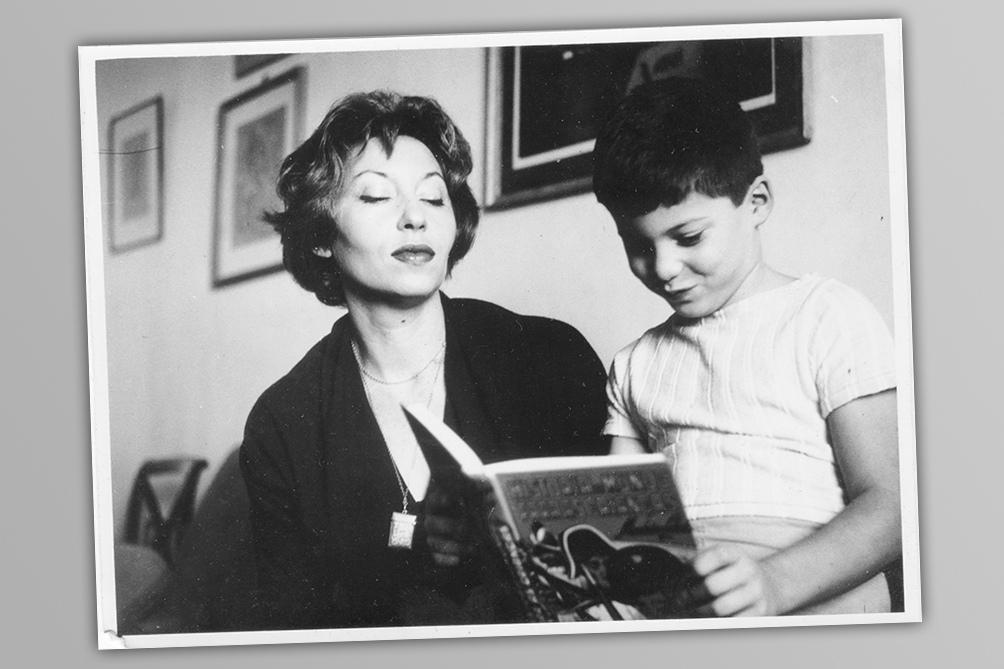 Novelista, cuentista, periodista y traductora, Lispector nació en la aldea ucraniana Chechelnik el 10 de diciembre de 1920.