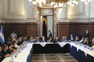 Gobernadores expresaron en el Senado su apoyo al acuerdo con los holdouts