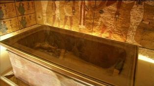 Comenzaron a restaurar el sarcófago dorado del faraón Tutankamón