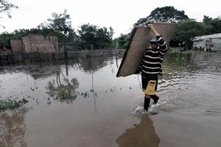 Más de 500 santafesinos permanecen evacuados en la capital por las crecidas