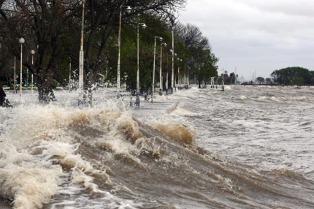 El municipio de Tigre recomendó extender precauciones por crecida del Río de la Plata