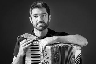 """En busca de """"Puertos"""", el acordeonista y compositor Hernán Crespo llega a los escenarios porteños"""