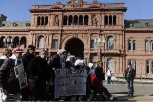 El juez Bonadio sobreseyó a policías acusados de reprimir a Madres de Plaza de Mayo en 2001
