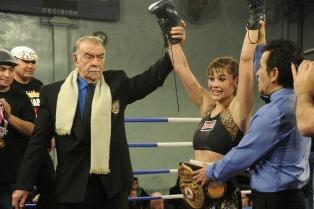 """La """"Tigresa"""" Acuña superó a Mayra Gómez y obtuvo el título interino pluma AMB"""
