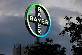 Bayer acordó pagar hasta US$ 10.900 millones para resolver juicios por daños de herbicidas