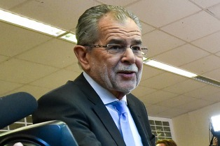 El ecologista Alexander Van der Bellen juró como presidente