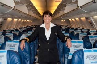 Aerolíneas dio por primera vez uniformes femeninos a sus comandantes y copilotos