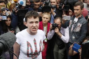 Rusia libera a una piloto ucrananiana a cambio de dos soldados rusos detenidos