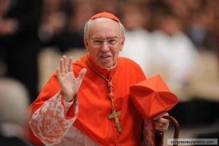 Sin la presencia del Papa, el cardenal Re pidió por el fin de la pandemia