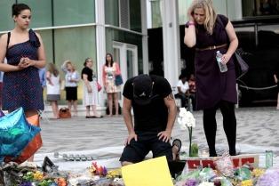 """""""Más seguridad y menos armas"""", es el clamor popular tras la masacre de Orlando"""