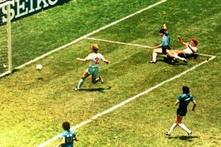 La historia del gol de Maradona a los ingleses, contada por el ojo que lo inmortalizó