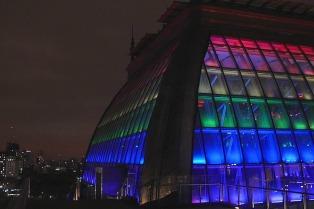 El CCK se ilumina con los colores del arcoíris por el día del orgullo Lgbti