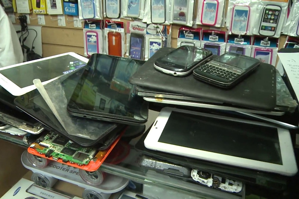 Once personas fueron detenidas acusadas de integrar una banda delictiva dedicada a la venta de teléfonos celulares.