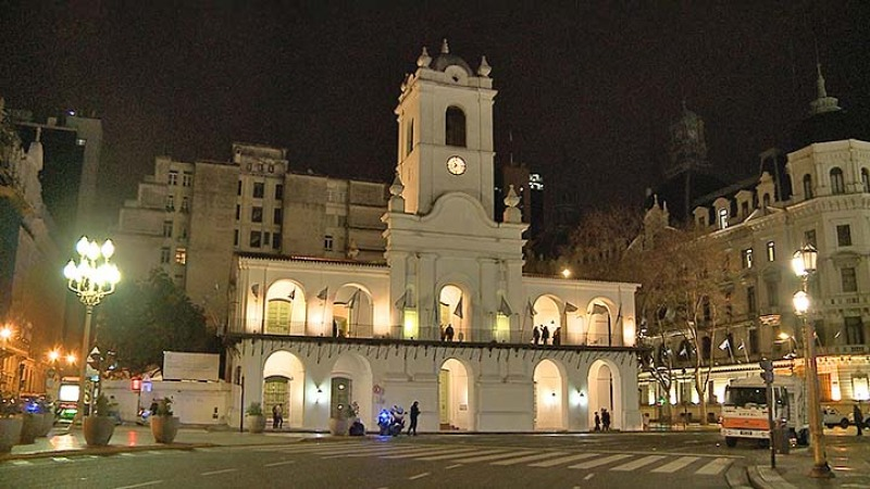 Protesta frente al Cabildo en rechazo al aislamiento obligatorio