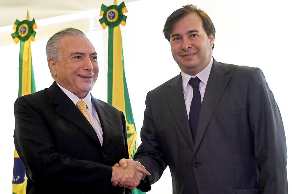 Rodrigo Maia con el ex presidente Michel Temer