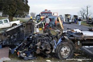 Dos personas murieron en un choque múltiple en la ruta 8, en San Antonio de Areco