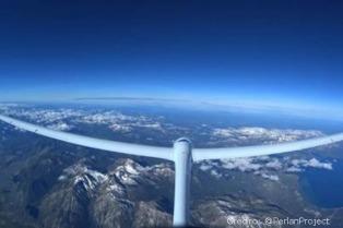 El planeador Perlan II inició su aventura en El Calafate para llegar a la estratósfera y batir el record de altitud