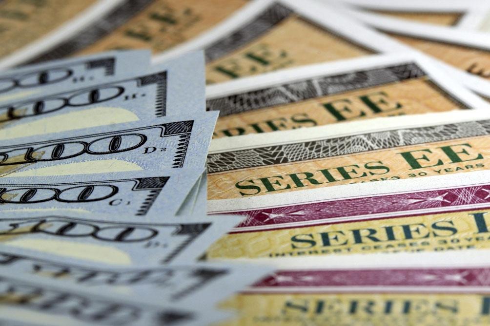 El primer canje de los títulos en moneda extranjera del 4 de septiembre último alcanzó un total de de US$ 41.715 millones, además de la pesificación de otros US$ 687 millones en bonos.