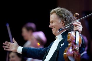 André Rieu, el violinista que masificó la música clásica, se apresta a llenar seis Luna Park
