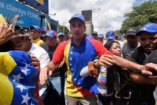Capriles dejó su cargo de gobernador pero no se despedirá de la política
