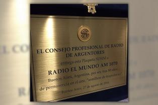 Radio El Mundo recibió la plaqueta Susini 2016 por sus 80 años