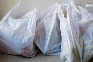 El gobierno porteño anunció que desde 2017 se prohibirán bolsas plásticas en los súper