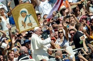 El Papa homenajeó a la Madre Teresa de Calcuta en Skopie