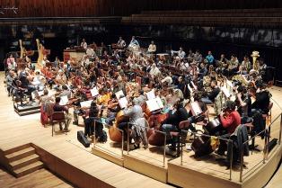 Bajo la batuta de Agudín, las sinfónicas nacional y patagonia comparten experiencias y concierto