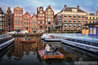 Amsterdam prohíbe navegar por los canales como medida para evitar la pandemia