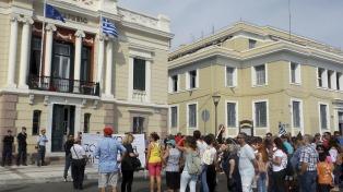 El alcalde de Lesbos denunció que la ultraderecha quiere provocar un estallido de violencia