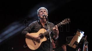 """Peteco Carabajal cierra el Festival de Cosquín, junto a sus hijos, con el trío """"Riendas Libres"""""""