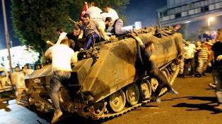 La UE no puede consensuar una respuesta a la purga y persecución política en Turquía