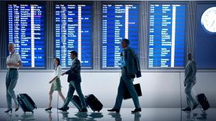 Un paro de controladores de pasajeros y equipajes paralizó ocho aeropuertos